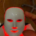海老蔵さん謎の美顔器マスクの正体は>>オペラ座の怪人のようなマスク>>