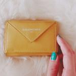 紗栄子さん愛用>>東京での財布は[バレンシアガ/BALENCIAGA]ロンドン用は[miumiu]