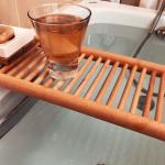 田丸麻紀さんバスグッズ>>バスシンクラック/浴槽にかけた木製の棚はコチラ>>