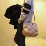"""田丸麻紀さん愛用""""もこもこバッグ""""が激カワっ☆マルジェラのピンクベージュのカバン"""