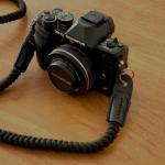 辺見えみりサン愛用カメラはコチラ>>黒色ストラップもオシャレ!